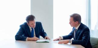 Jak znaleźć dobrego notariusza i ile kosztują usługi